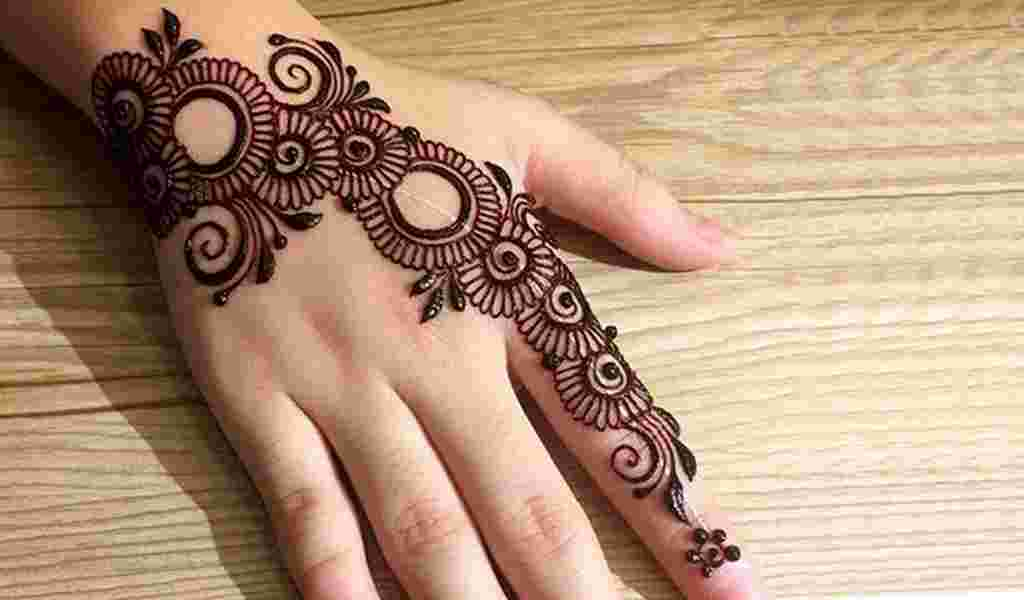 Process of Applying Mehendi
